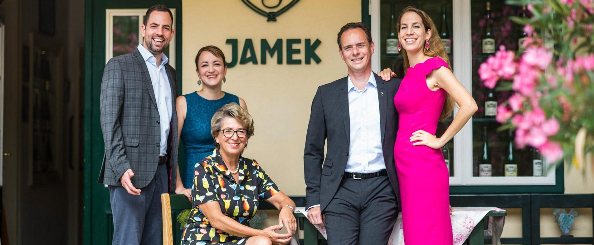 Famile Jamek